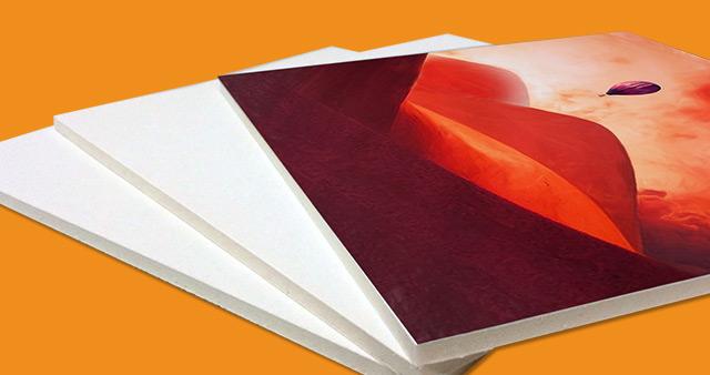 Wir drucken Ihr persönliches Foto in Acryl-Glas. Durch dieses Verfahren werden die Farben verstärkt und wirken besonders brillant.